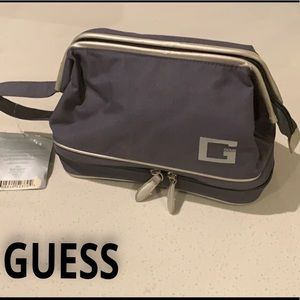 ♦️NWT-Guess Toiletry bag